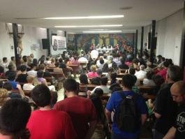 Público asistente a la presentación de la RSP en Pte Vallekas